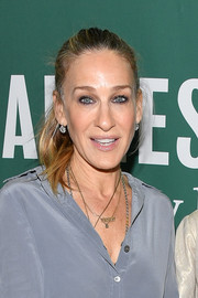 Sarah Jessica Parker attended a Barnes & Noble event wearing this simple ponytail.