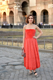 Kiernan Shipka was a doll in a strapless red dress at the Fendi Couture Fall 2019 show.