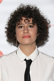 Ilana Glazer stuck to her signature short curls when she attended the Girls Write Now Awards.