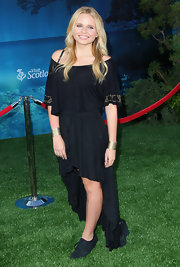 Alli Simpson looked like a free spirit in this boho-inspired dress.