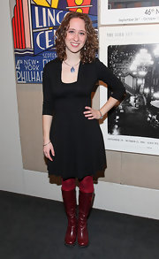 Sara keeps it simple at her movie premiere in a little black dress. She mixes it up with red tights and shimmering red boots.
