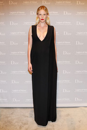 Anne V looked simply elegant in a black Dior evening dress with a plunging neckline during the Fine Arts Museums of San Francisco Mid-Winter Gala.