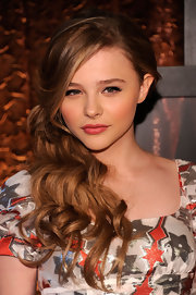 Chloe Moretz paired her blushing look with a pale nude lipstick.