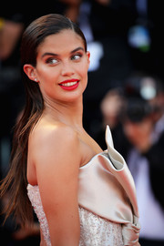 Sara Sampaio kept it simple with this slick straight 'do at the 2018 Venice Film Festival opening ceremony.