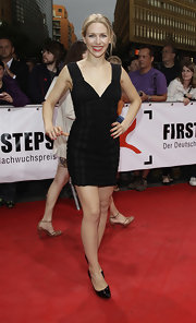 The black-on-black detailing on Julia Dietze's LBD was very well done.