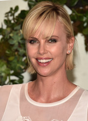 Charlize Theron looked youthful wearing short hair with wispy bangs at the 'Kubo and the Two Strings' photocall.