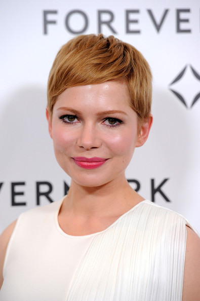 More Pics of Michelle Williams Pink Lipstick (1 of 19) - Michelle Williams Lookbook - StyleBistro