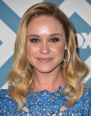 Becca Tobin looked darling at the Fox All-Star party with her sculpted waves.
