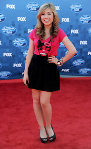 For the 'American Idol' red carpet, Jennette oped to be playful in a pink graphic print tee.