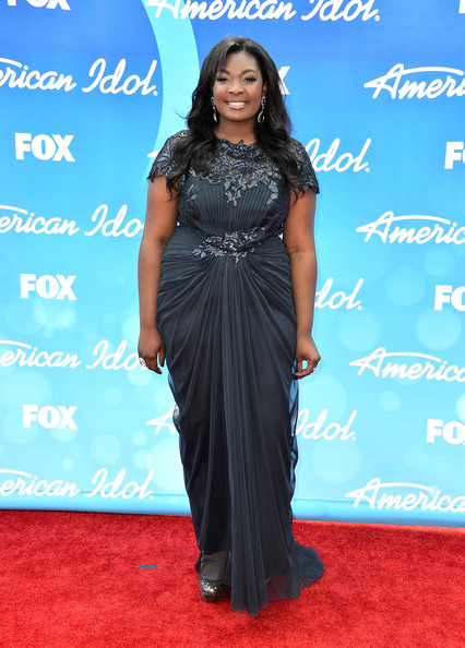 Candic Glover looked totally chic on the red carpet when she wore this dark blue ruched dress that featured embellishments on the waist and collar.