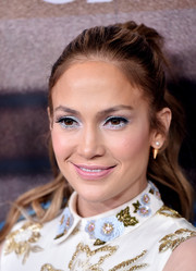 Jennifer Lopez contrasted her flashy eyes with a subtle pink lip.