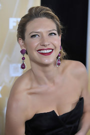 These stunning cranberry colored drop earrings framed Anna Torv's face beautifully.