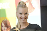Heather showed off her high ponytail while hitting the 'Glee' red carpet.