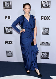 Emily accessorized her draped navy blue gown with classic black pumps.
