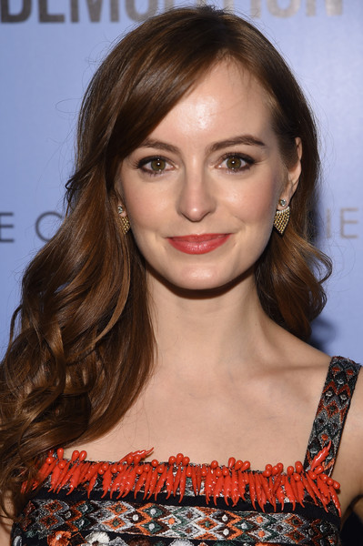 Ahna O'Reilly sweetened up her look with this long curly 'do for the screening of 'Demolition.'