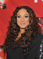 Melanie Amaro wore her ultra-long locks in shiny spiral curls during 'The X Factor' season finale.