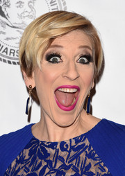 Lisa Lampanelli wore her hair short with a side part at the Friars Club Roast of Terry Bradshaw.