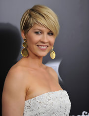 Jenna Elfman wore just a hint of gloss to accent her fresh-faced look at the premiere of 'Friends With Benefits.'