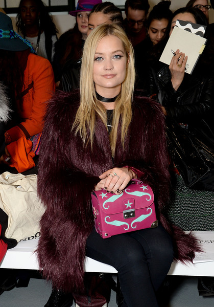 More Pics of Laura Whitmore Printed Purse (1 of 2) - Evening Bags Lookbook - StyleBistro [show,aw16,hair,fashion,hairstyle,fur,long hair,event,footwear,brown hair,outerwear,textile,celebrities,holly fulton,laura whitmore,front row,london,england,london fashion week autumn]