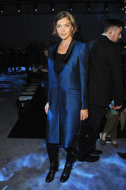 Arizona Muse looked sharp in a blue jacquard coat at the Temperley London fashion show.