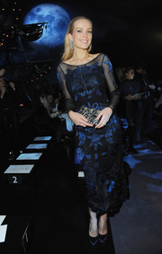 Petra Nemcova chose a zigzag-patterned box clutch to complete her ensemble.