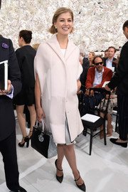 Rosamund Pike was retro-chic in a short-sleeve pale-pink coat during the Dior Couture fashion show.