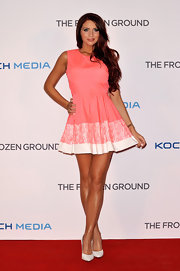 Amy showed off her curves with a pretty pink frock that featured a light pink and white strip at the hem.