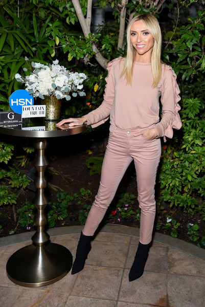 Giuliana matched her top with blush skinny jeans.