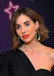 The actress accessorized with a pair of oversized gold hoops by Alexis Bittar.