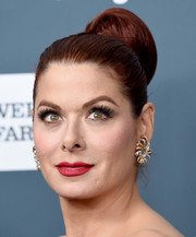 Debra Messing amped up the glam factor with a pair of statement earrings by Neil Lane.