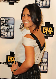 Olivia Munn paired her loose updo and face framing curls with natural makeup.