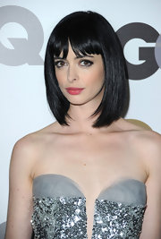 Krysten Ritter looked ultra chic on the red carpet. She showcased a raven bob that feathered inward. Blunt cut bangs completed this modern look.