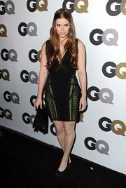 Kate Mara kept eyes on her Herve Leger dress in understated black suede pumps. Shiny flowing locks complete her look.