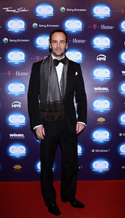Tom Ford paired his tuxedo with a printed scarf.