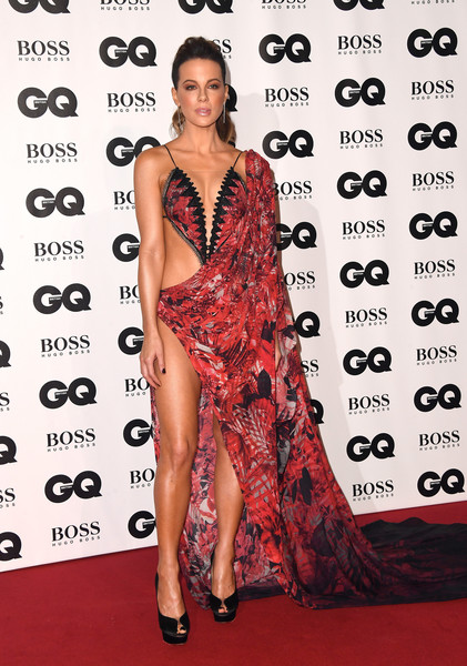 Kate Beckinsale turned up the heat in a skin-revealing red gown by Julien Macdonald at the 2018 GQ Men of the Year Awards.