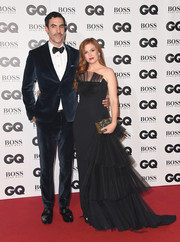 Isla Fisher styled her dress with a patterned box clutch by Emm Kuo.