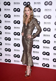 Annabelle Wallis matched her frock with a pair of gold platform sandals.