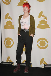 Hayley wore a thick leather belt with her high waisted pants and combat boots.