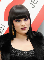 Singer Jesse J exaggerated her look with sweeping purple shadow. An almond wing shape helped shape her green eyes.