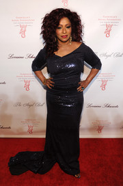 Chaka Khan brought some sparkle to the Angel Ball red carpet in a sequined charcoal evening dress.