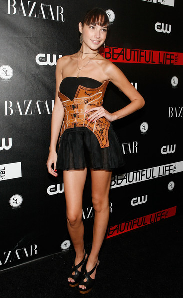 Gal Gadot Oversized Belt [the beautiful life: tbl,series,fashion model,shoulder,flooring,little black dress,joint,leg,fashion,catwalk,cocktail dress,carpet,gal gadot,arrivals,red carpet,simyone lounge,new york city,cw network,cw network celebrates its new series,celebration]