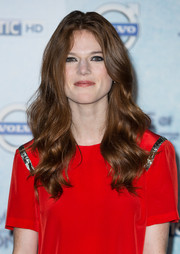 Rose Leslie styled her hair with soft, face-framing waves for the 'Game of Thrones' season 4 premiere in London.