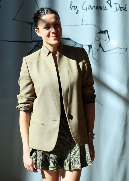 More Pics of Garance Dore Classic Bun (4 of 17) - Garance Dore Lookbook - StyleBistro
