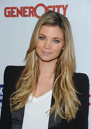 Amber Lancaster attended the Night of Generosity benefit showing off her long straight locks. Long blond locks were highlighted with brown undertones.