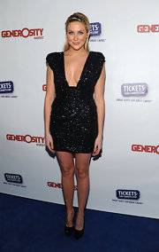 Stephanie sparkled in a daring LBD at the Night of Generosity Benefit.