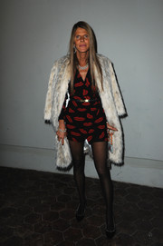 Anna dello Russo glammed up a lip-print mini dress with a chic fur coat for the Giambattista Valli fashion show.