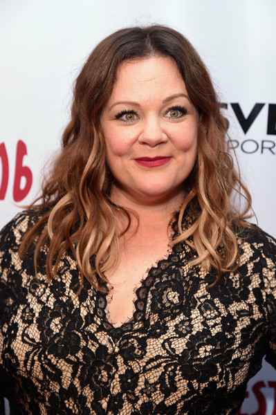 Melissa McCarthy wore her hair in piecey waves during Gildafest '16.