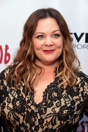 Melissa Mccarthy Wore Her Hair In Piecey Waves During Gildafest 16