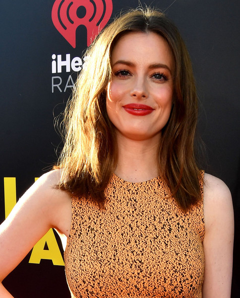 Gillian Jacobs Medium Straight Cut