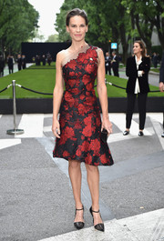 Hilary Swank was spring-glam in a red and black floral one-shoulder dress by Armani Prive at the Giorgio Armani 40th anniversary reception.